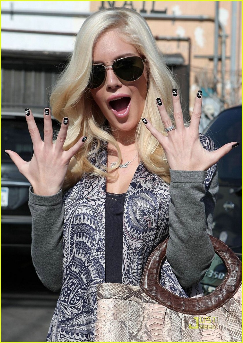 heidi-montag-chanel-fingernails-10